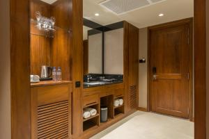 A television and/or entertainment center at Swiss Residence Kandy