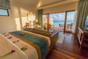 A room at Hurawalhi Island Resort
