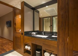 A bathroom at Swiss Residence Kandy