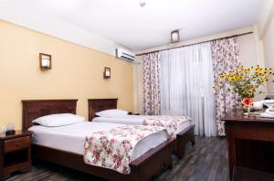 A bed or beds in a room at Pensiunea Siva