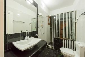Ένα μπάνιο στο Πανσιόν Νίκος Βέργος