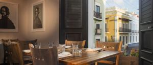 A restaurant or other place to eat at Decanter Hotel