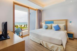 A bed or beds in a room at FLC Luxury Hotel Quy Nhon
