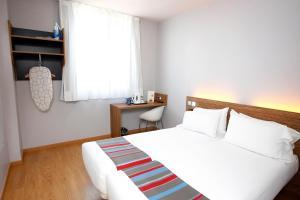 A room at Travelodge Valencia Aeropuerto