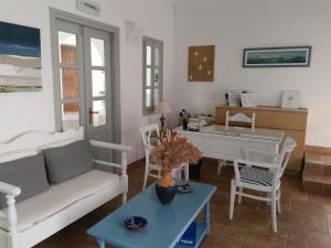 Χώρος καθιστικού στο Roussos Beach Hotel