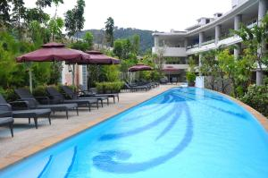 Der Swimmingpool an oder in der Nähe von The Bliss South Beach Patong