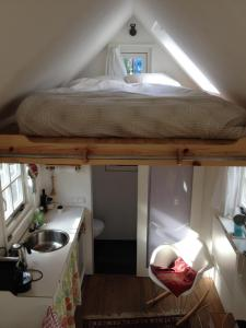 A bunk bed or bunk beds in a room at Waterland Huisje