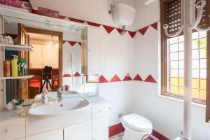 A bathroom at Annie's Home