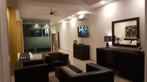 The lounge or bar area at East Suites