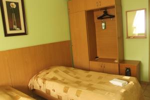 A bed or beds in a room at Mini-Hotel Verhovina