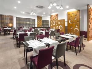Hotel Tivoli Maputoにあるレストランまたは飲食店