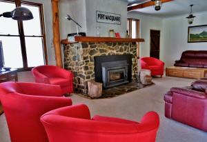 A seating area at Capertee National Park Cottages