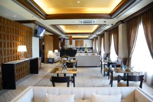 A restaurant or other place to eat at Sama Sama Hotel KLIA