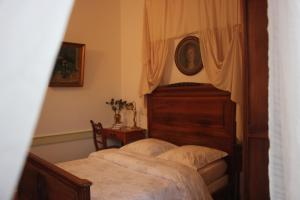A bed or beds in a room at Chateau-Gaillard