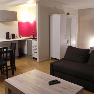 A kitchen or kitchenette at L Escale Des Grands Crus