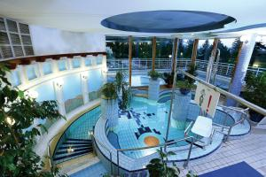 A view of the pool at Ensana Thermal Aqua or nearby