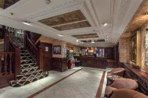 The lounge or bar area at Britannia Hotel Birmingham New Street Station Birmingham