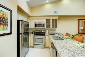 A kitchen or kitchenette at Turtle Cay by Diamond Resorts