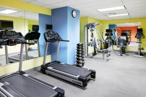 The fitness centre and/or fitness facilities at World Center Hotel