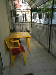 A balcony or terrace at Apartments on Deribasovskaya 18