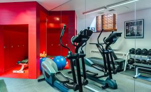 The fitness center and/or fitness facilities at Hotel Gault