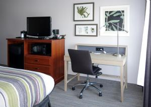 A television and/or entertainment center at Country Inn & Suites by Radisson, Dahlgren, VA