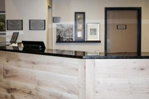 The lobby or reception area at Country Inn & Suites by Radisson, Dahlgren, VA