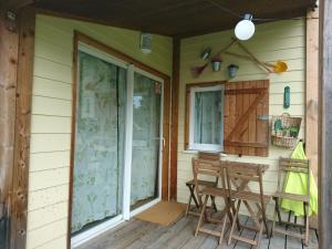 Ein Patio oder anderer Außenbereich in der Unterkunft TCS Camping Bern - Eymatt