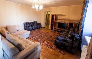 Гостиная зона в 3к Apartment CENTER Gorkogo 59