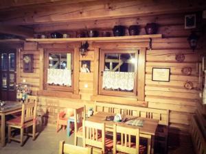 A restaurant or other place to eat at Penzión Mlynárka