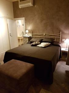 A bed or beds in a room at Piazza Signoria Suite