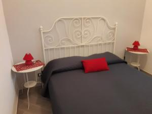 A bed or beds in a room at Appartamento Mangi