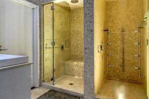 A bathroom at Bathhouse Suites Newrybar