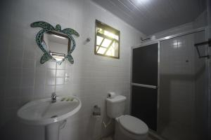 A bathroom at Aquario Pousada Hostel - Night Club