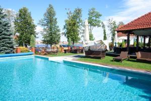 Бассейн в Hotel Amax Family Rest & SPA или поблизости
