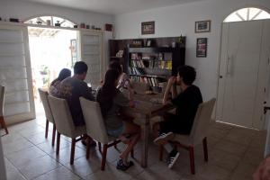 O lounge ou bar de On The Road Hostel Campeche