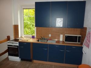 Een keuken of kitchenette bij B&B en mini-camping Pension Kidafo