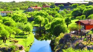 Uma vista aérea de Los Ancares Resort