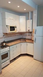 Una cocina o kitchenette en Apart Salta