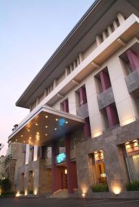 The facade or entrance of Serela Riau by KAGUM Hotels