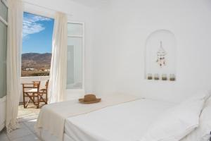 A bed or beds in a room at Cleopatra Seaside Homes