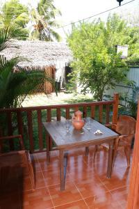 Dilara Resort Mirissaにあるパティオまたは屋外エリア