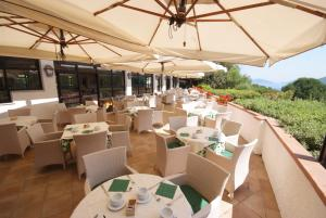 A restaurant or other place to eat at Hotel Valle Verde