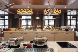 A restaurant or other place to eat at MERCURE Rosa Khutor Hotel