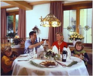 Ein Restaurant oder anderes Speiselokal in der Unterkunft Hotel Gasthof Bären