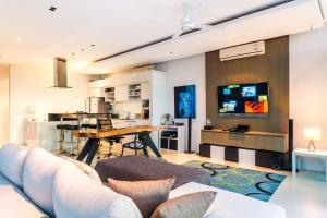 The lounge or bar area at Villa Paradesa by Lofty