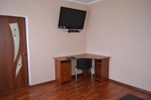 Телевизор и/или развлекательный центр в Apartment on Plehanova