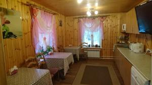 A restaurant or other place to eat at Guest House Berezka