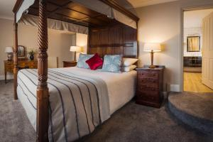 A bed or beds in a room at Royal Seven Stars Hotel