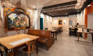 A restaurant or other place to eat at Hôtel Graffalgar